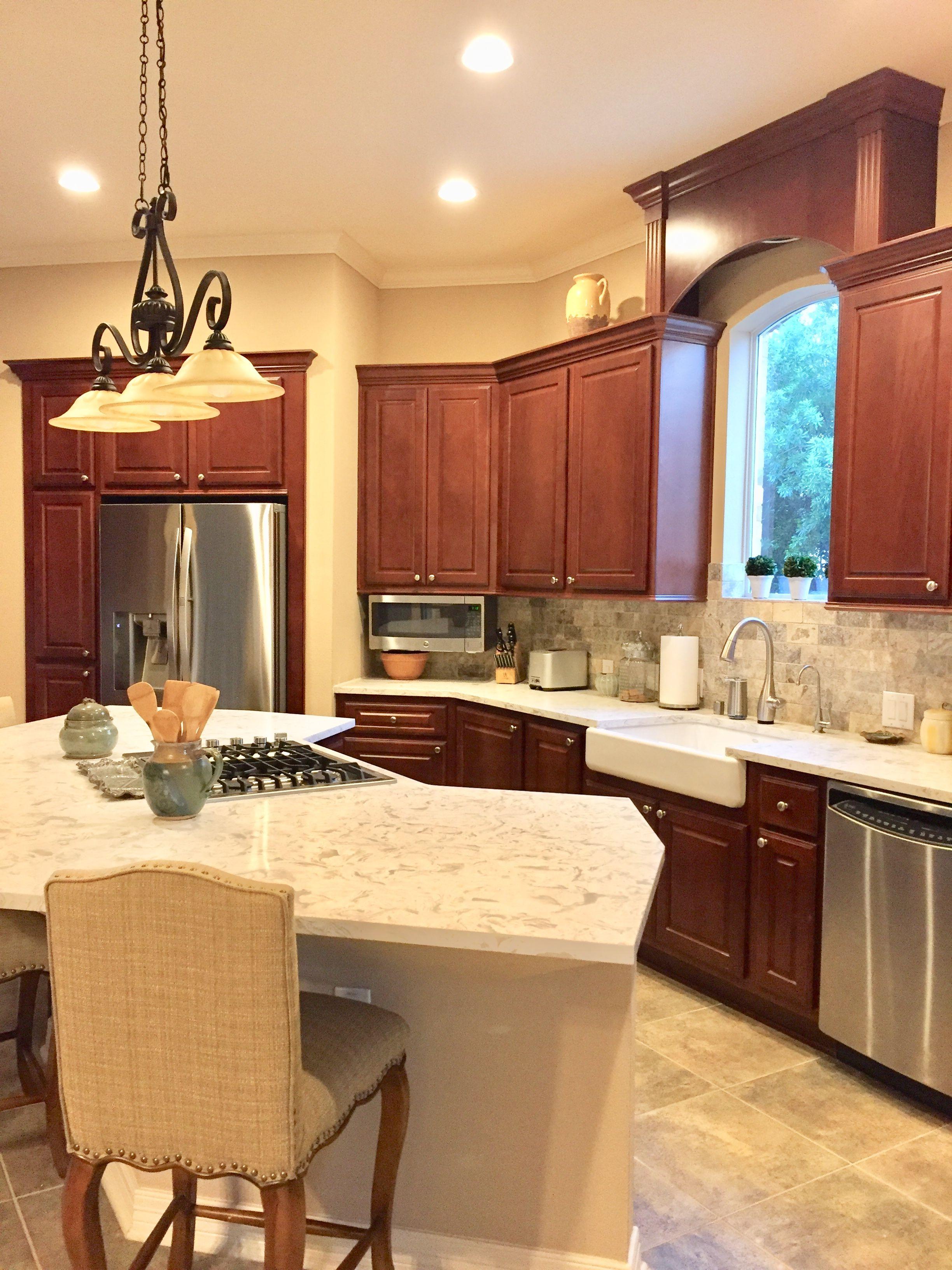 Cherry Kitchen Tumbled Travertine Backsplash With Maestro Quartz Cherry Cabinets Kitchen Cherry Kitchen Kitchen Cabinets And Granite