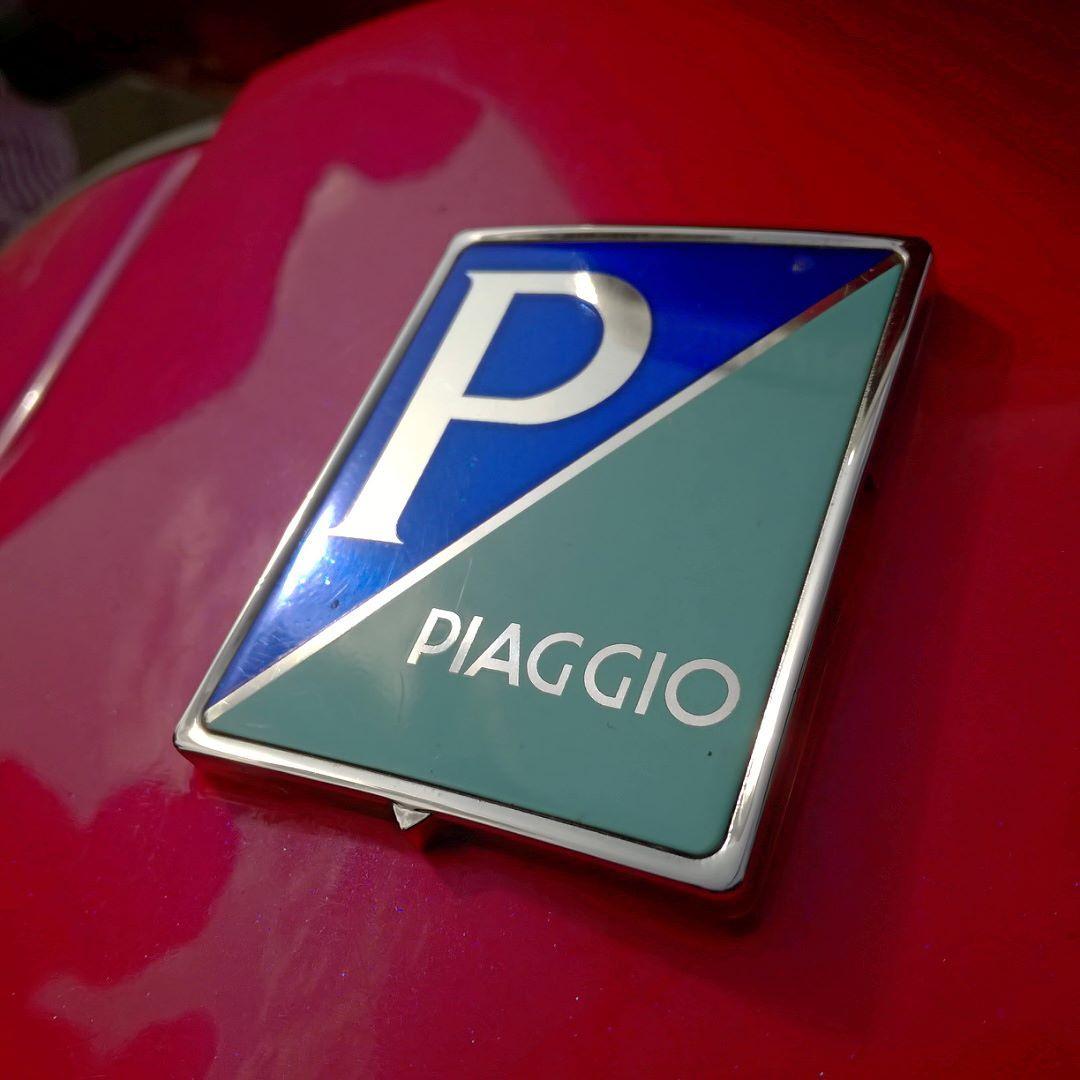 Piaggio logo on the Vespa Scooty! Vespa is manufactured by Piaggio! Logo just shines bright in the Sun! Loving it! @piaggio_official hope you do like this shot! #piaggio #piaggiovespa #vespa #logo #shinebright #harekrsna7495 #pforpiaggio #piaggioindia #vespagram #scooty #automobile #vehicle #p