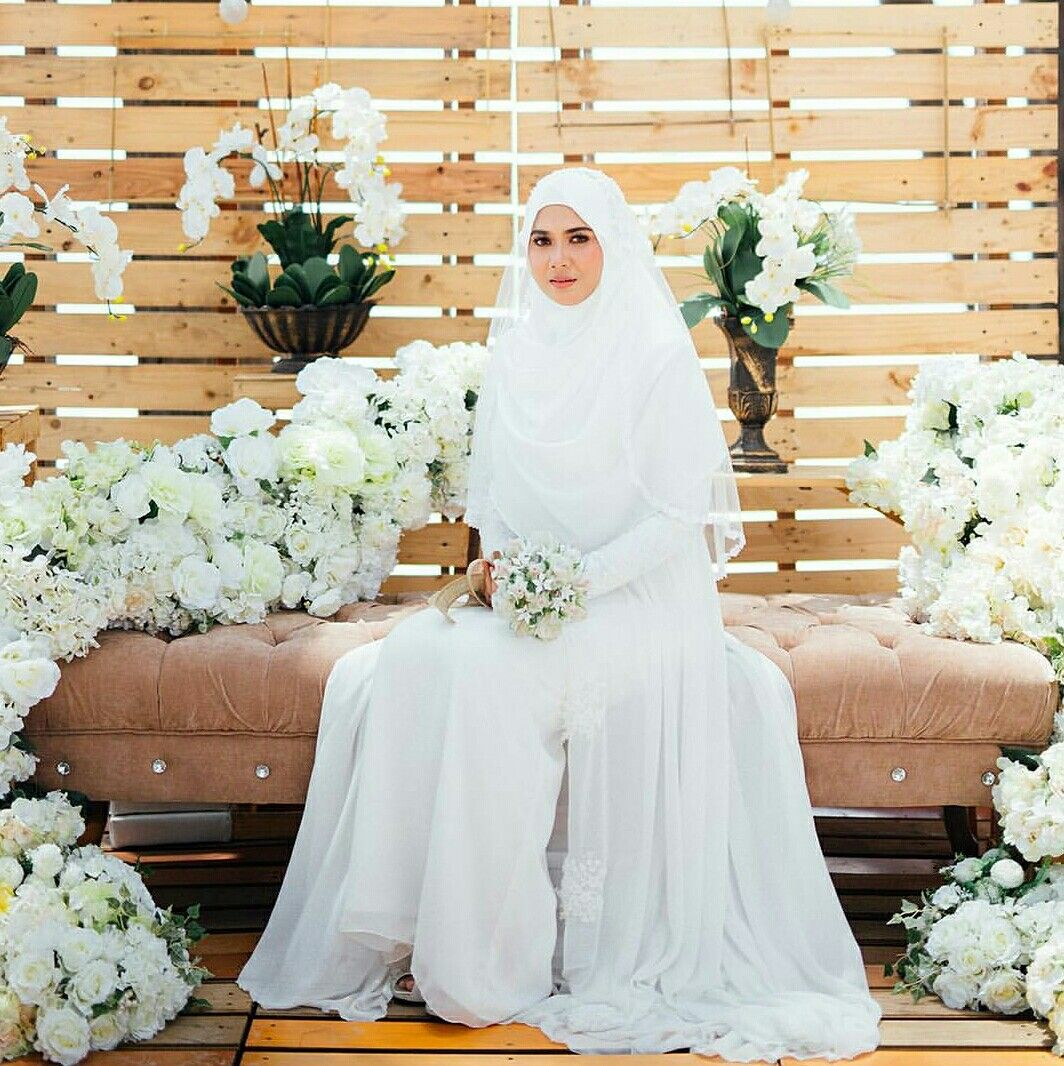 White is always beautiful...... Photo @the.izzi | Hijab | Pinterest