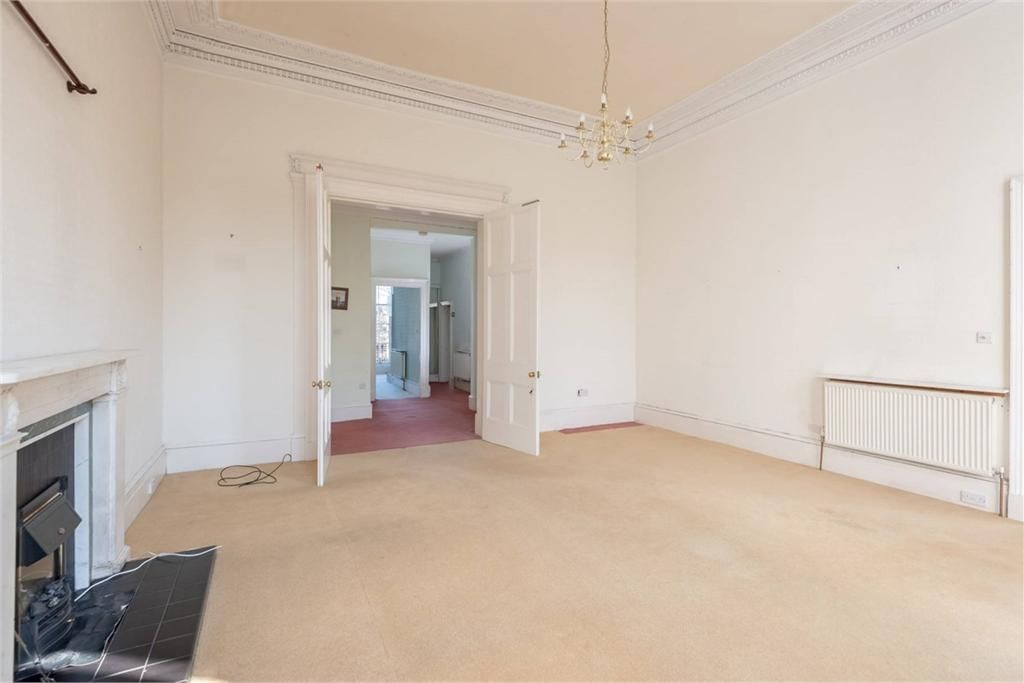 2 Bed Flat For Sale New Town 12 2 Royal Circus Eh3 Espc May 2019 With Images Apartment Room 2 Bed Flat Reception Rooms