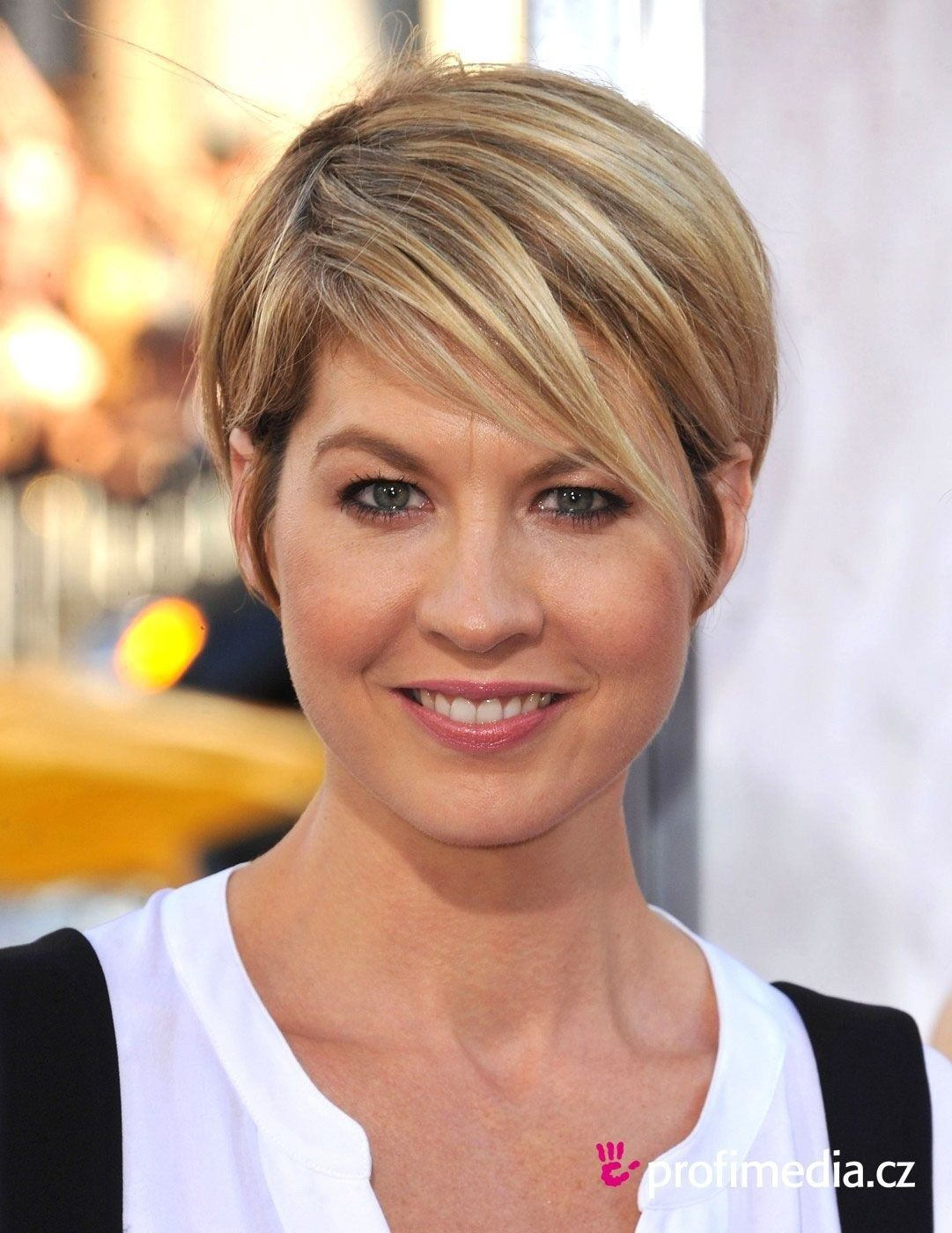 Best Short Hairstyles Jenna Elfman Look Cool  Hairstyles Library