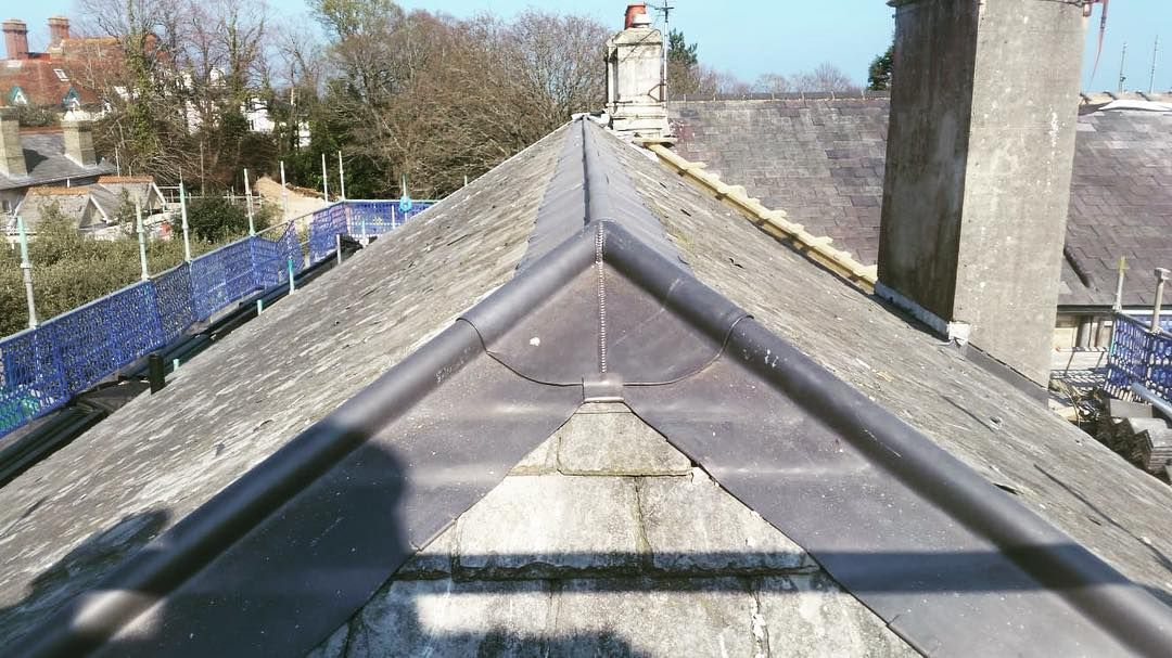 Goodall Roofing On Instagram The Beautiful Delabole Slate Roof That Just Keeps On Giving Delaboleslates Goodallroofing Lead Slate Roof Roofing Roof
