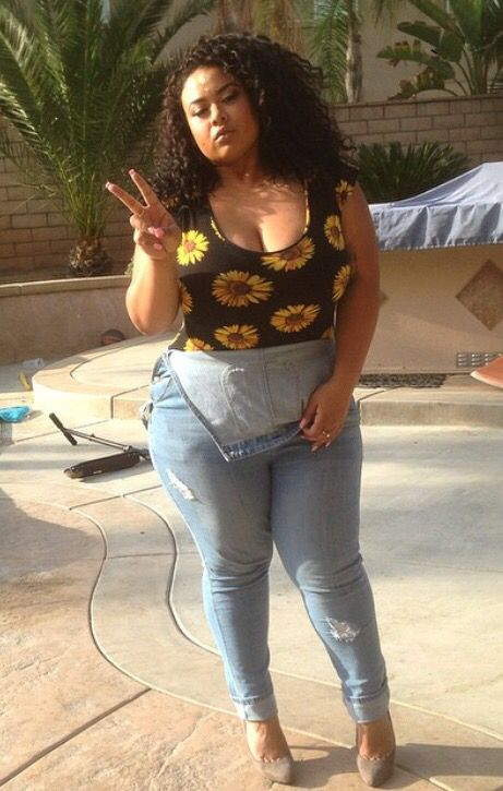 She Is Plus Sized And Rocking It Fashion Curvy Girl