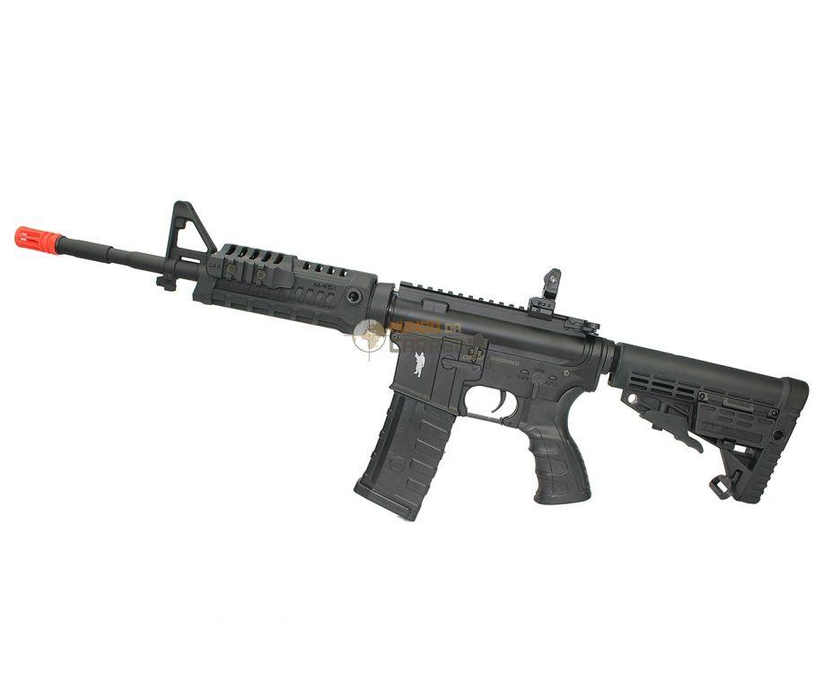 O Rifle de Airsoft M4 Carbine CAA Custom by King arms possui seu chassi construído em liga de alumínio usinado de alta qualidade, seu handguard confeccionado em polímero apresenta uma configuração única, composta por um sistema triplo de trilhos, pe
