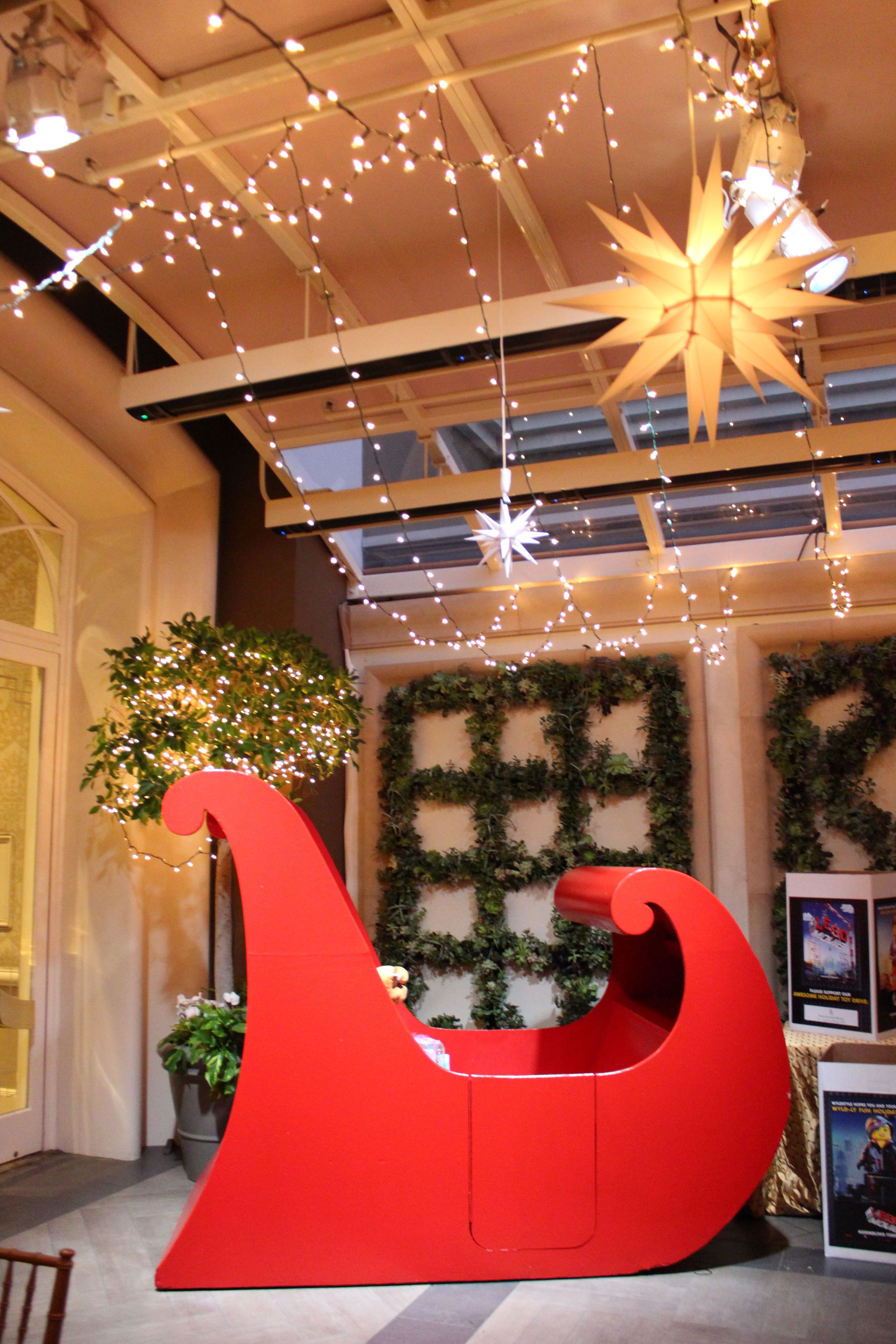 Spotted Santa S Sleigh At Four Seasons Hotel Los Angeles Fsholidays Holidays Los Angeles Hotels Four Seasons Hotel Four Seasons