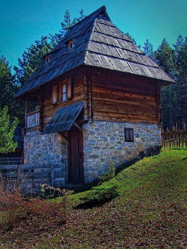 Pin By Preza Stevanovic On Zlatibor Serbia Village Houses Zlatibor Architecture