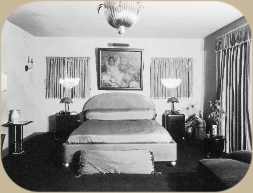 Rudolph Valentino S Bedroom At Whitely Heights And Later Moved To Falcon Lair Designed By