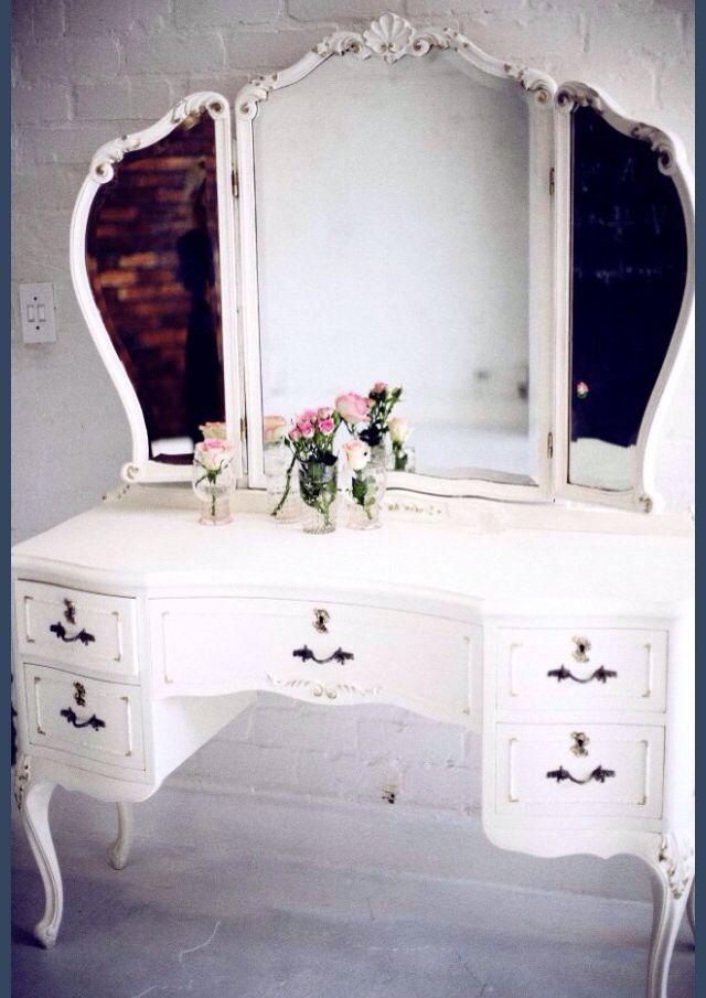 So Pretty Vintage Vanity Furniture Decor
