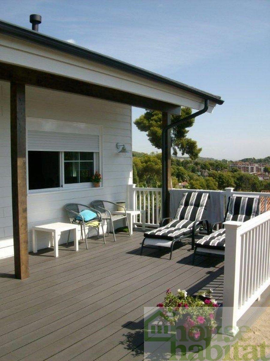 Terraza casa de madera Kuusamo Log Houses en Castelldefels ...