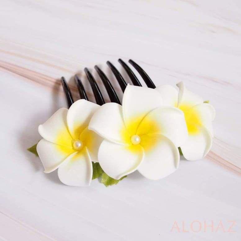 Pearls Plumeria Hawaiian Flower Hair Comb In 2020 Hawaiian Flower Hair Flower Hair Comb Hawaiian Flowers
