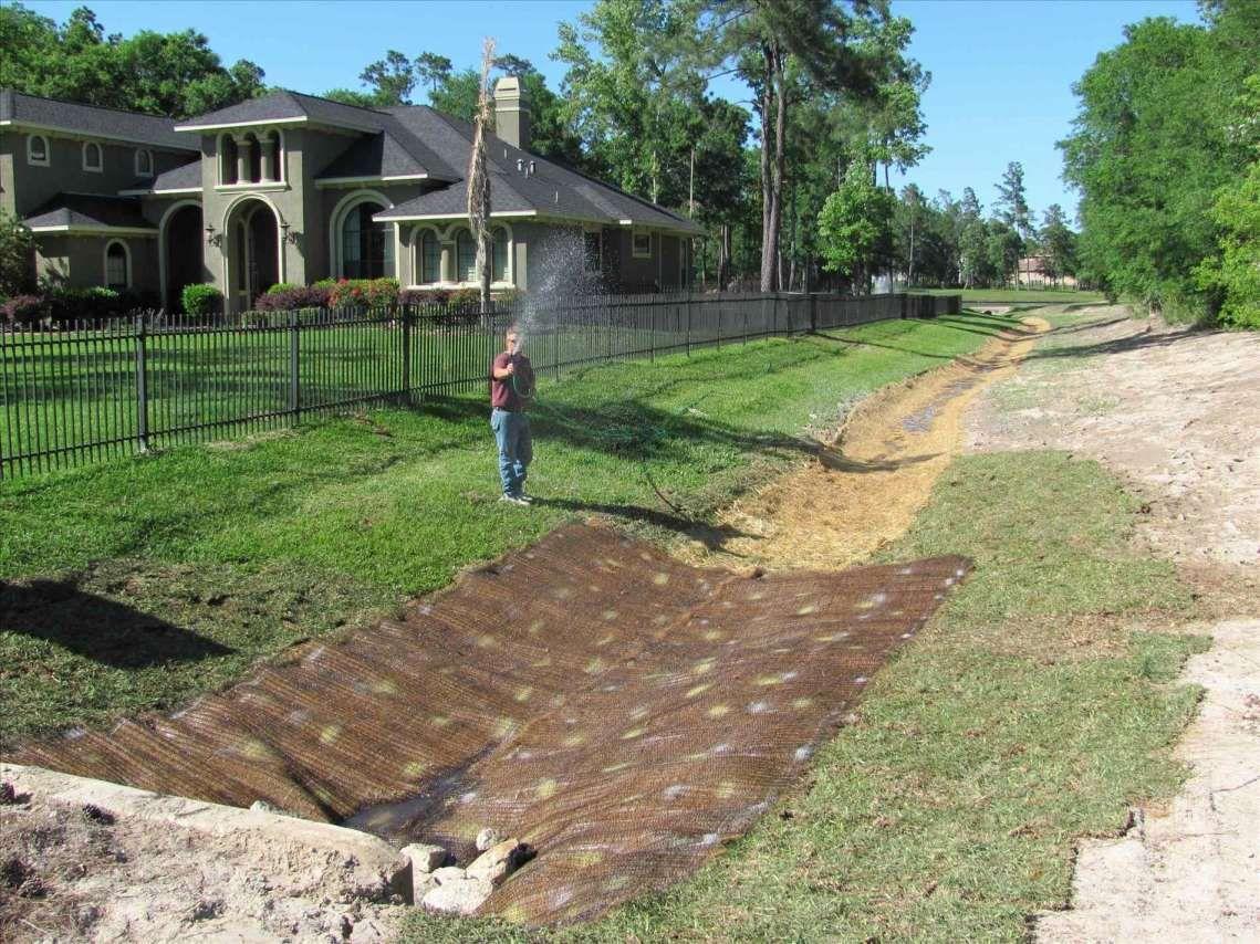 10+ Beautiful Front Yard Drainage Ideas Photosfront yard ...