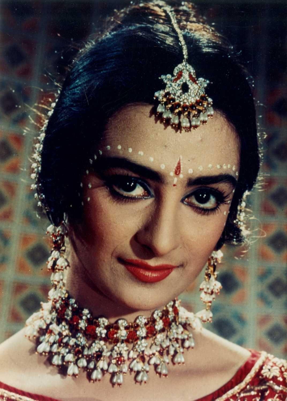Сайра Бану VK in 2020 Vintage bollywood, Beautiful