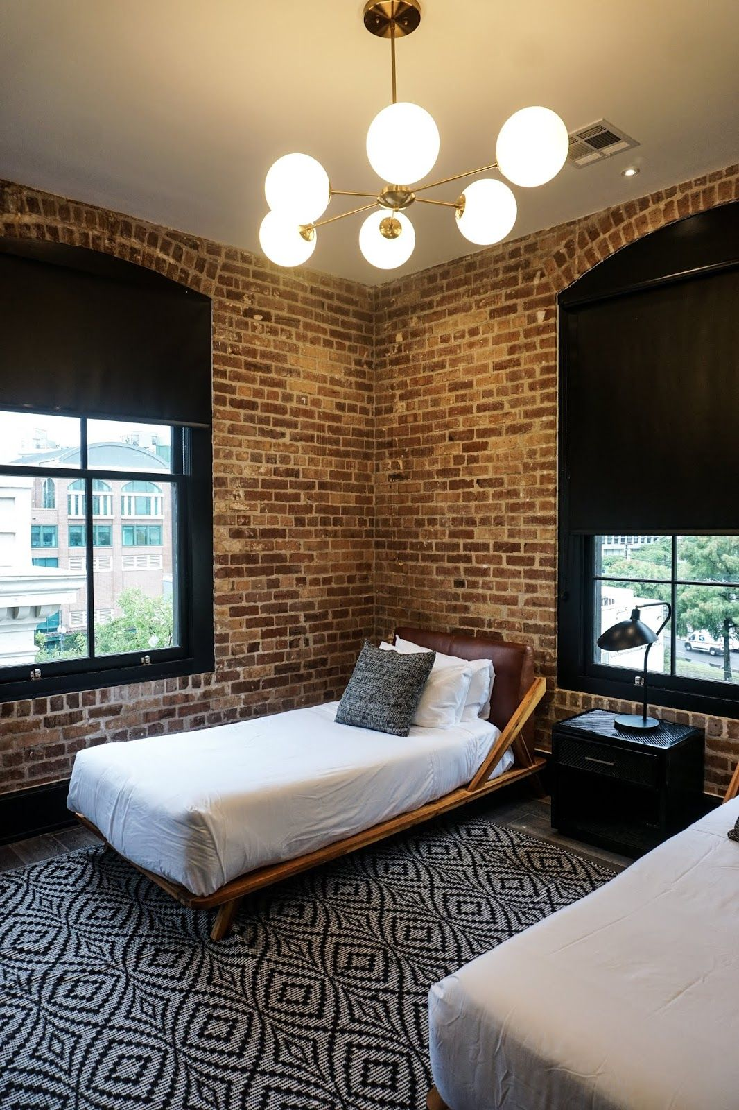 Twin Bed Hotel Room: The Best Place To Stay In New Orleans For Groups: Domio