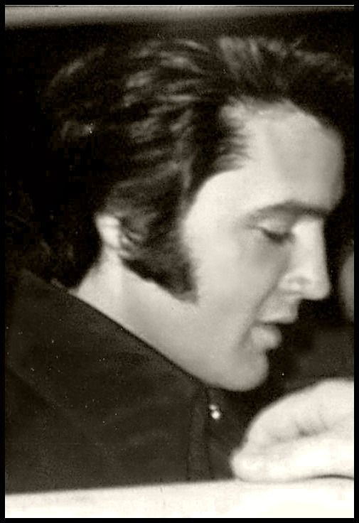 candid Elvis in his car