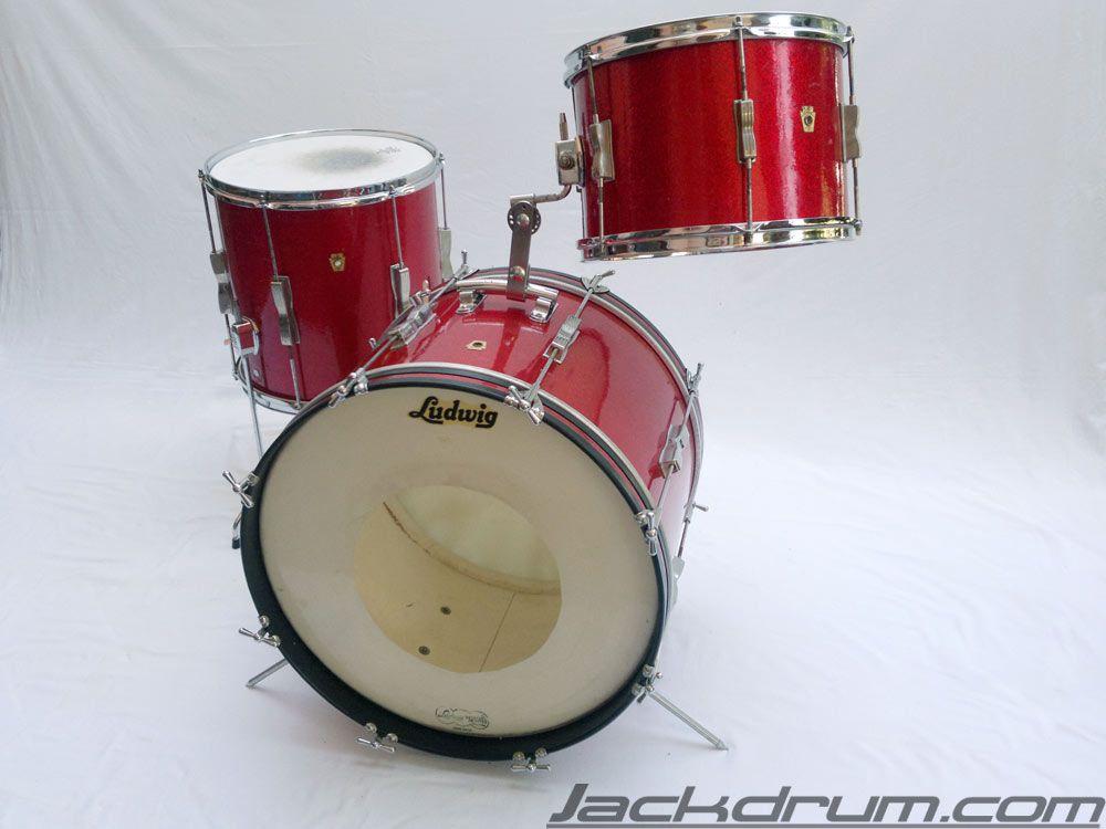 Met her Ludwig vintage drum set Adri