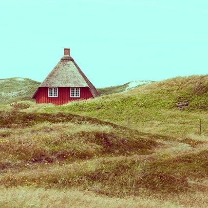 #HAUS IN DEN #DÜNEN by @holger.nimtz  #Photocircle #nofilter #Denmark #Reetdachhaus #Jütland #landscapes #northsea #dunes #holidays #vacation #naturephotography  #Closethecircle - if you buy this photo Holger Nimtz and Photocircle #donate 13% towards our project for #refugees in #Germany
