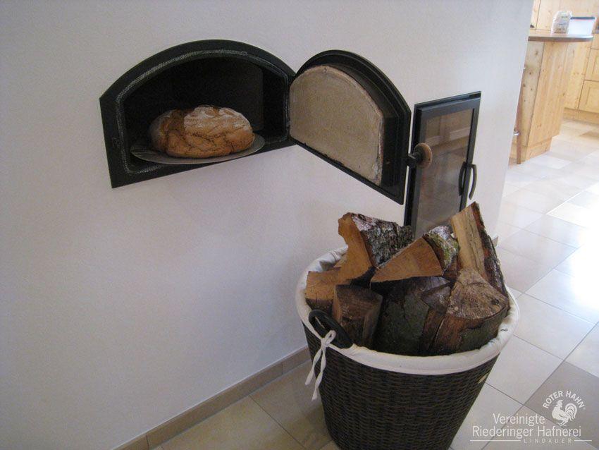 moderner kachelofen mit r ckw rtiger ofenbank herdplatte. Black Bedroom Furniture Sets. Home Design Ideas
