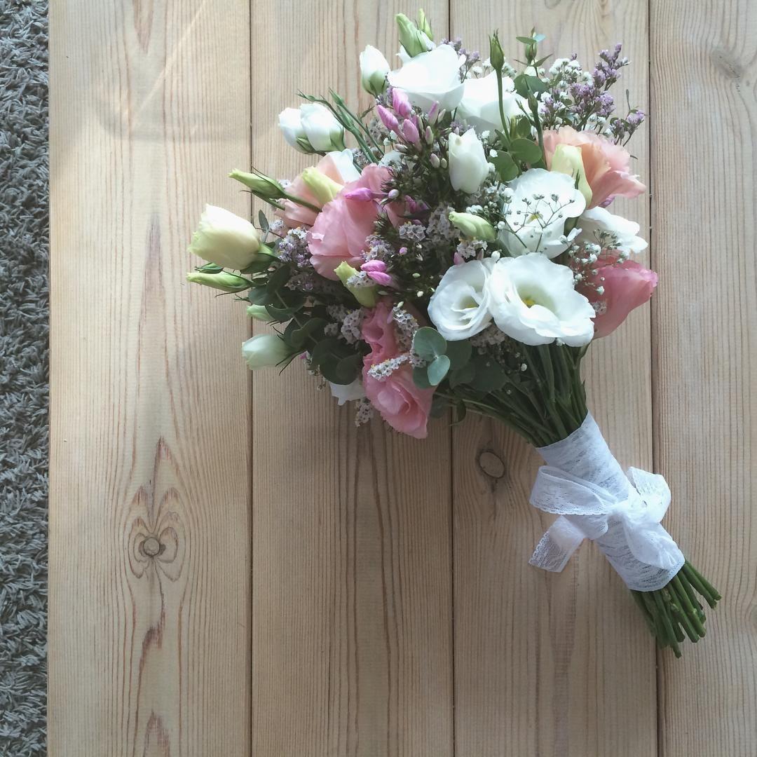 #fleurentina  #bouquet #bridalbouquet #flowers #bridal #bridalaccessories #floweraccessories #wedding #summer #summertime #love #floral