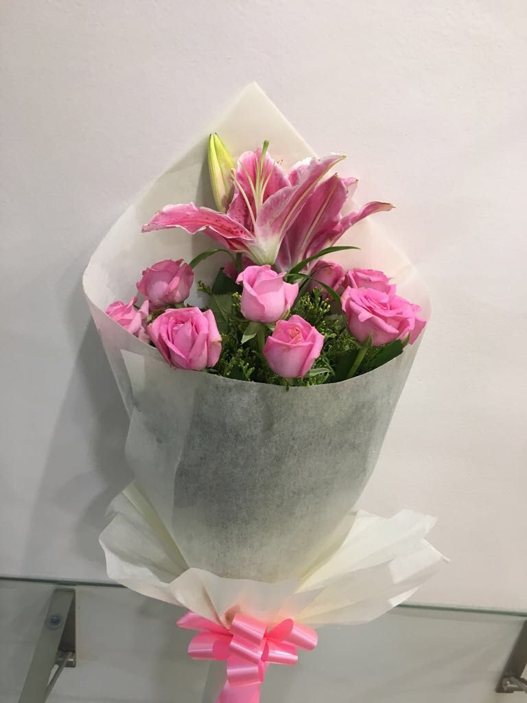 Your Recipient Will Be Tickled Pink With A Bunch Of These Beauties Shop Our Classic Rose Flower Bouquet Delivery Best Flower Delivery Cheap Flower Delivery