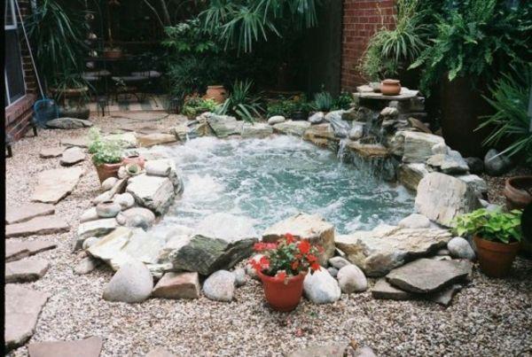Pool bauen lassen steine naturfreundlich aussehen for Gartenteich bauen lassen