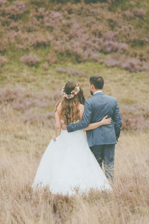 Verena und Benni's DIY-Hochzeitstraum fotografiert von Lene Photography #flowercrown #Blumenkranz #wedding #couple #love #Hochzeit #beautiful