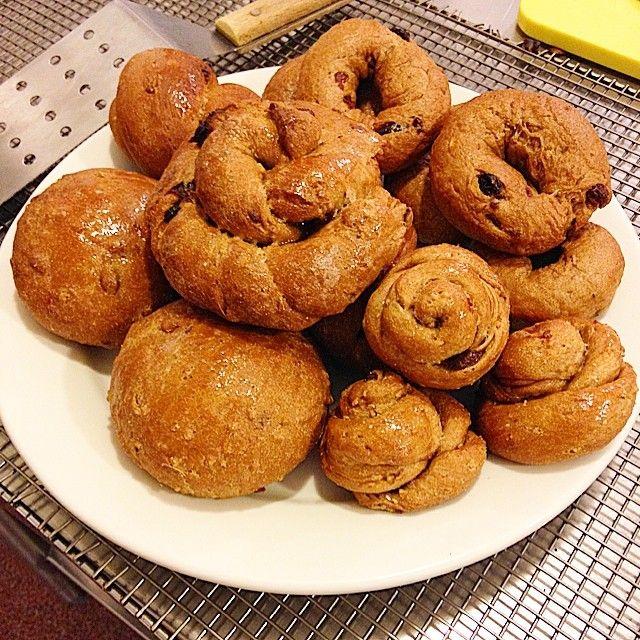 Cinnamon-raisin and pumpkin seed bagels and rolls