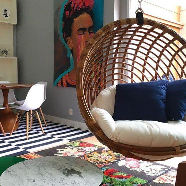 """52 Likes, 4 Comments - Chris Brasil Arquitetura (@chrisbrarquitetura) on Instagram: """"Clássico! Elementos neutros e decoração com um toque de cor fazem o charme dessa suíte. Sem contar,…"""""""
