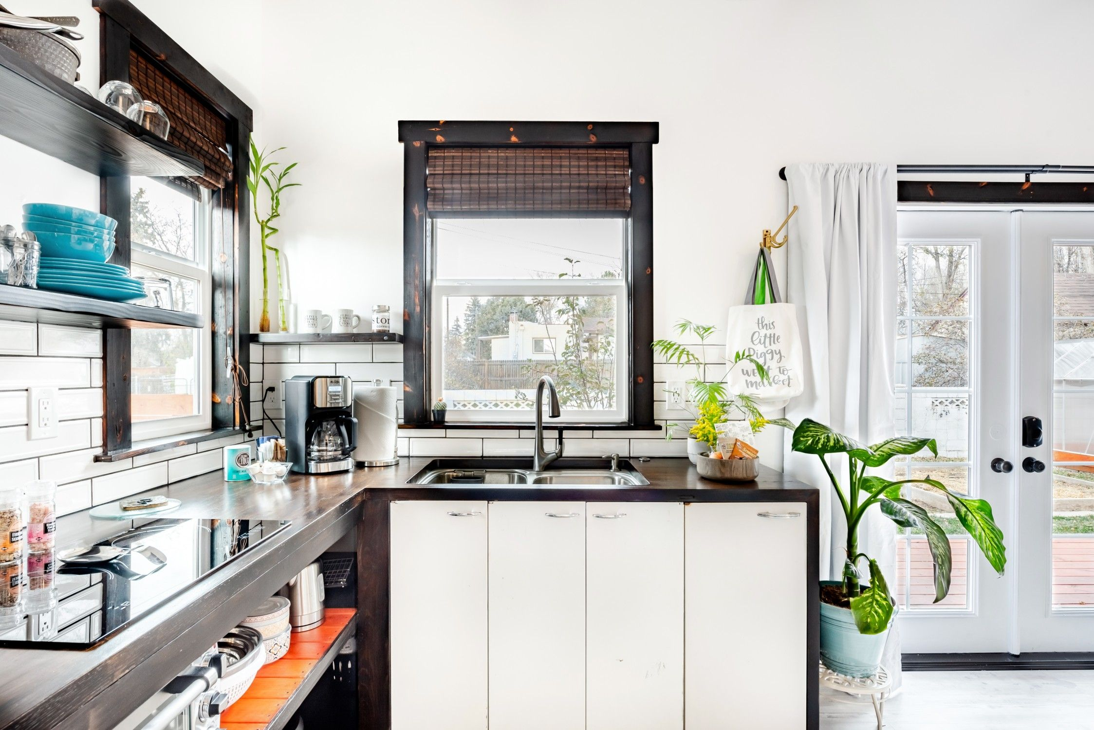 20 Tiny Houses In Colorado You Can Rent On Airbnb In 2021 Tiny House Kitchen Tiny Houses For Rent Tiny House Living Room