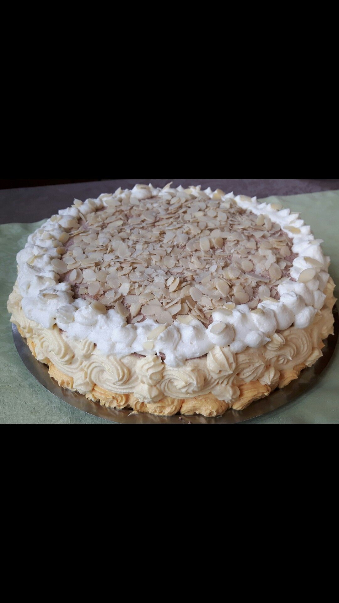 Ombre Cake. Orangen-Schokoladencreme Torte mit Mandeln