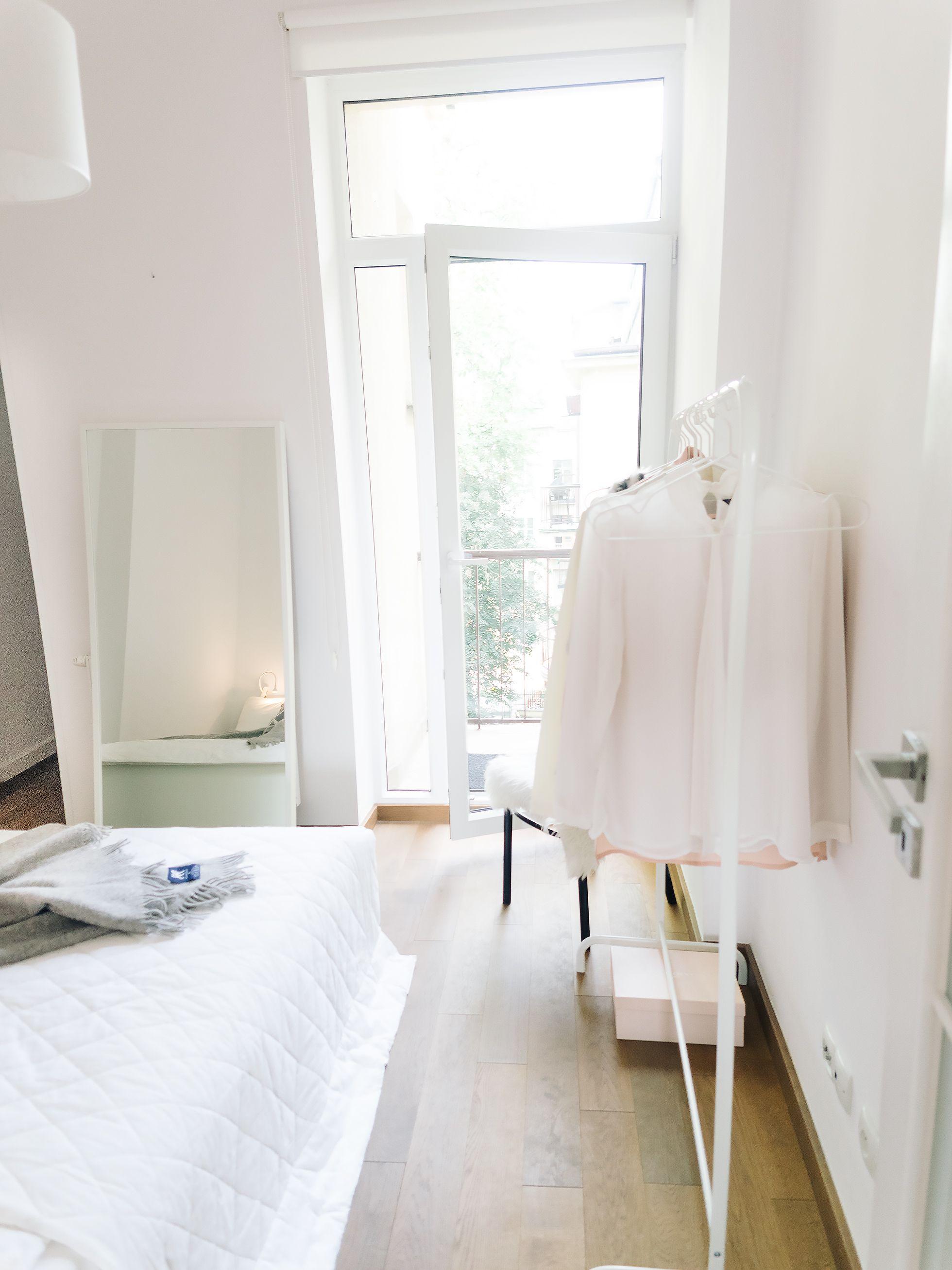 Vierashuone, muodonmuutos tekstiilein  http://www.monasdailystyle.com/2016/09/16/vierashuoneen-muodonmuutos/