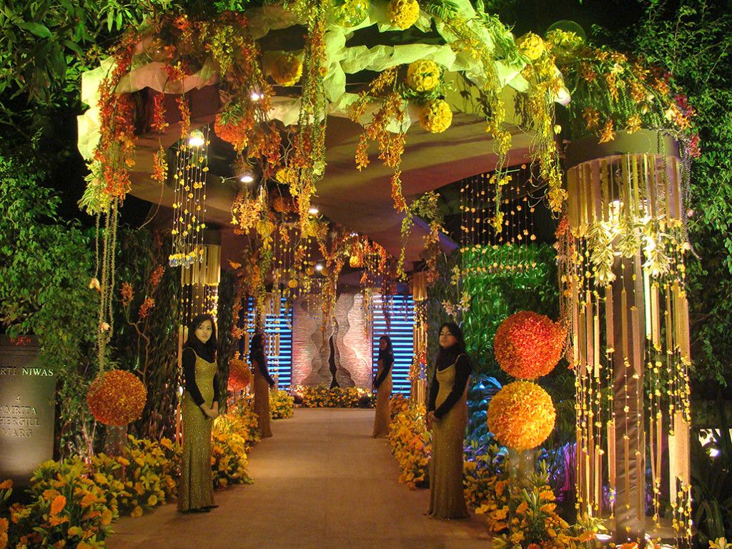 Fnp weddings provides sangeet and cocktail party decoration wedding decoration plays an vital role for adding excellence to your wedding day wedding decoration is not a simple task now feel relax from the hassle of junglespirit Image collections