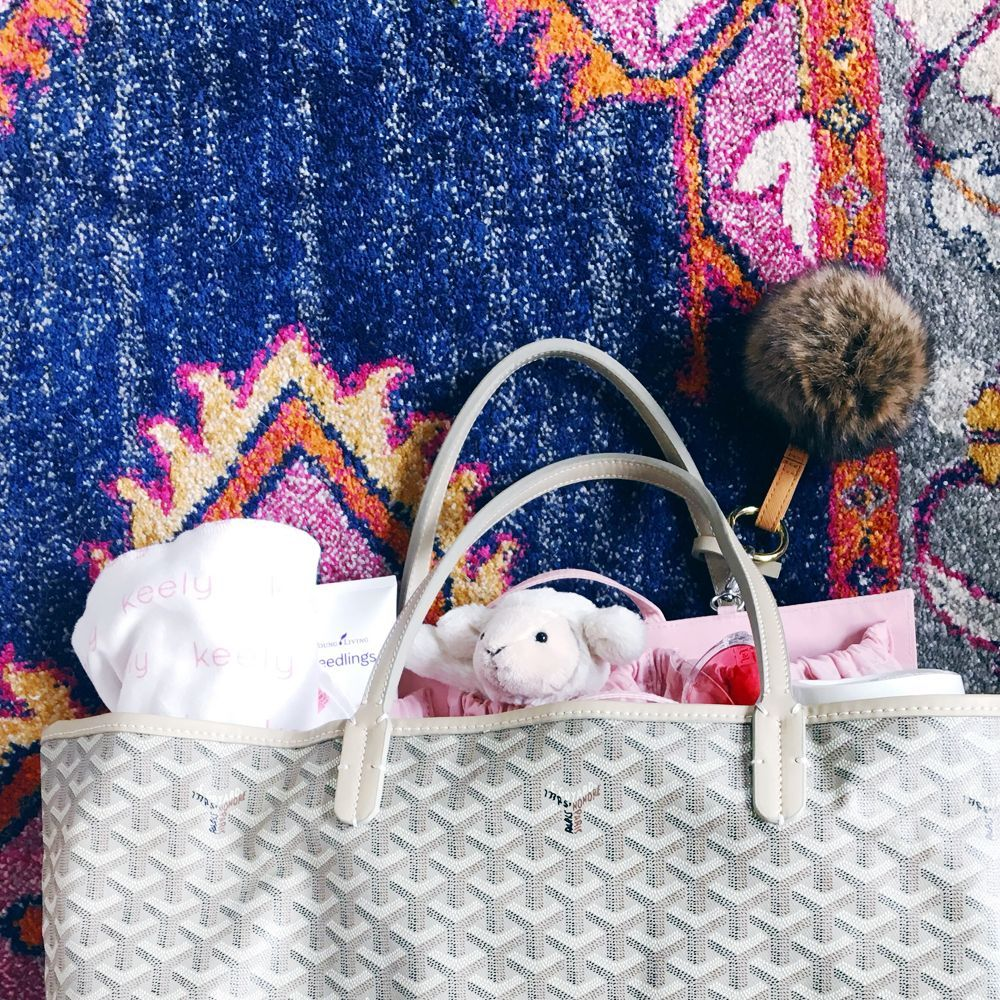 We Just Love Goyard Handbags Paired With Totesavvy Since This Designer Tote Does Not Have Pockets For All Of Baby Goyard Handbags Designer Totes Baby Items