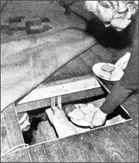 de Nederlanders gingen ook helpen om joden en andere mensen onder te laten duiken dit was eigenlijk ook een deel van het verzet.