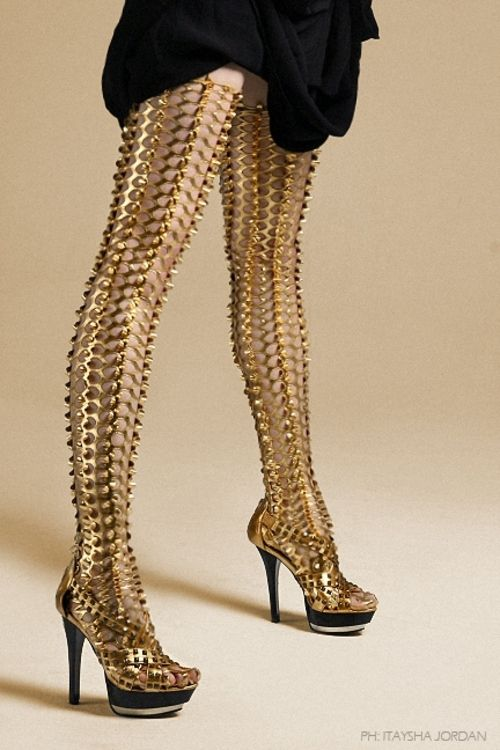 53ccc2155a9 3D gold leggings by Laquan Smith Rihanna had a full body suit in this style  that she wore in her