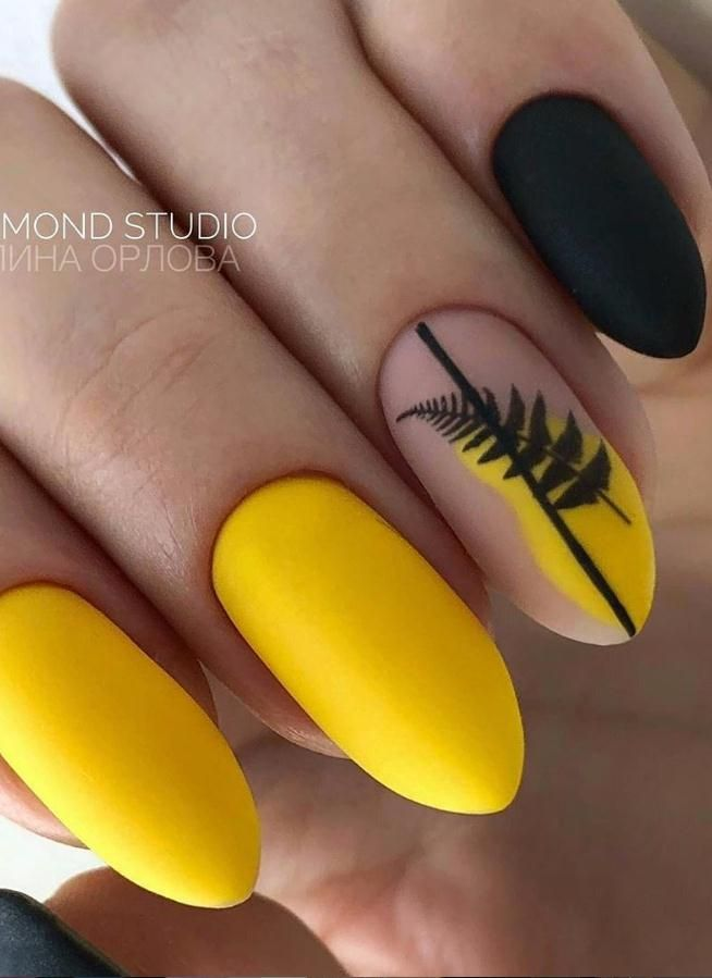 32 Yellow Nails With Glitter You Should Try in Spring - Lily Fashion Style