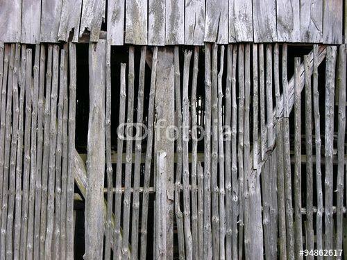 Altes ergrautes Holz einer Scheune am Gut Menkhausen in Oerlinghausen in Ostwestfalen