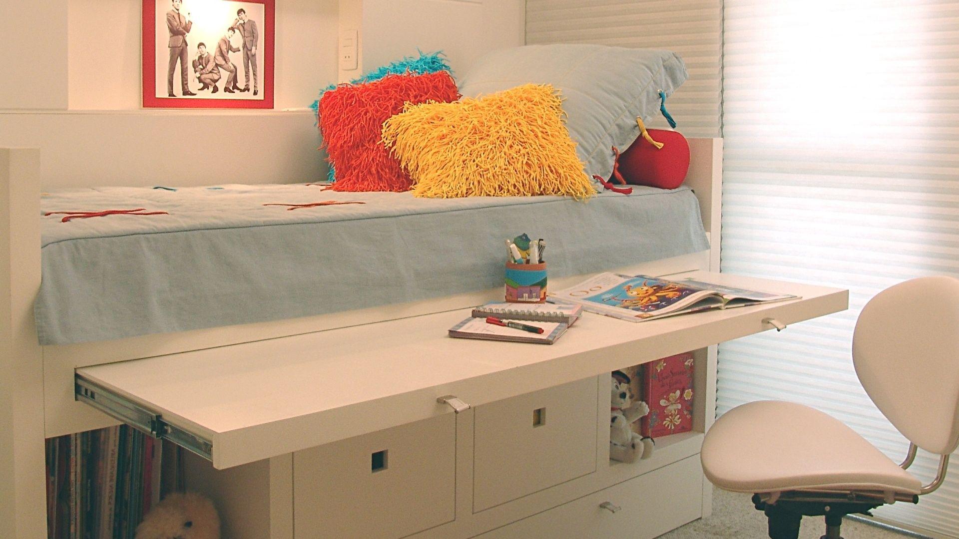 Decora o de espa os pequenos quarto de solteiro com cama for Cama funcional