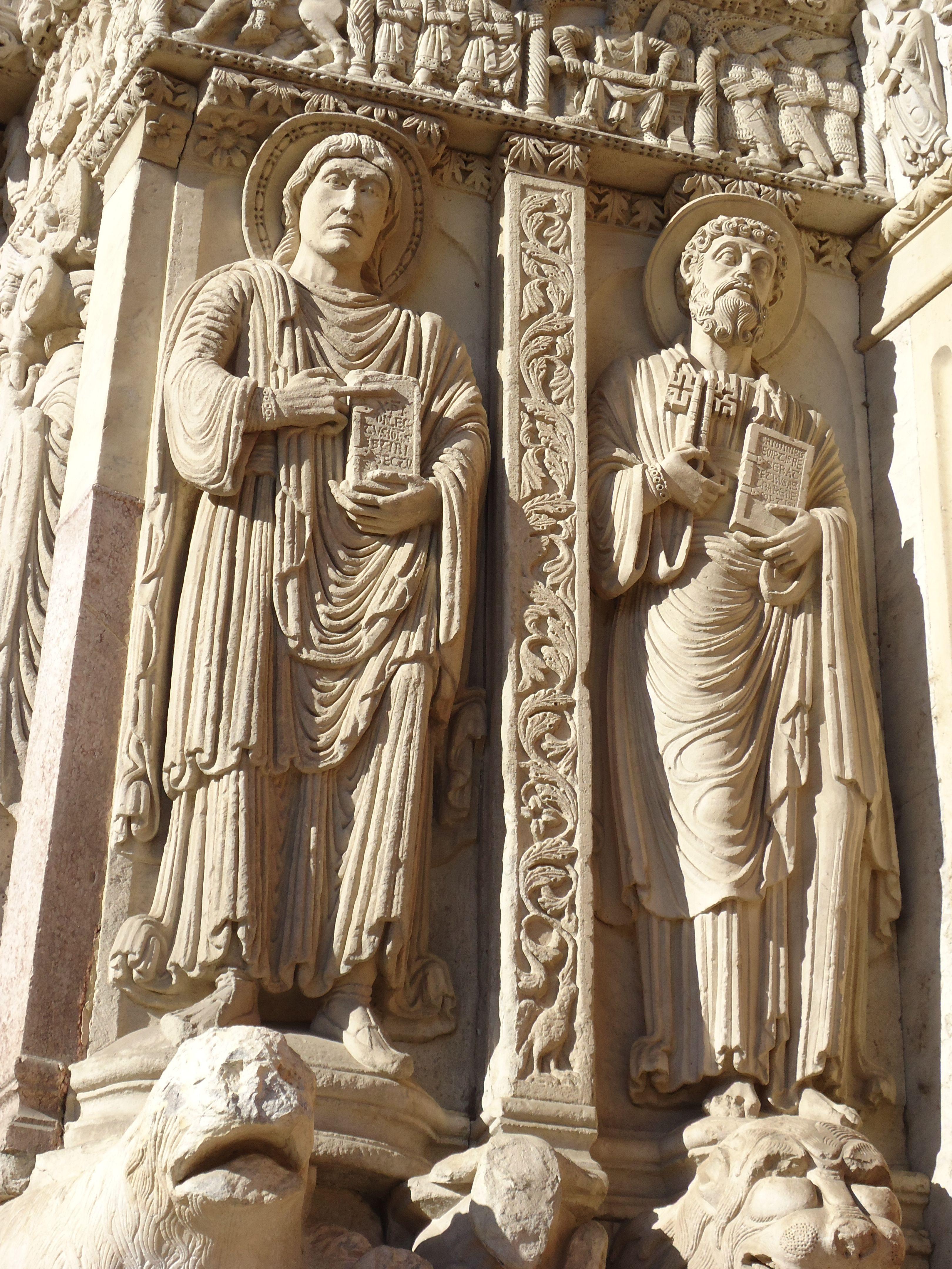 Sv. Trofima baznīca Arlā. Fasādes skulptūras.
