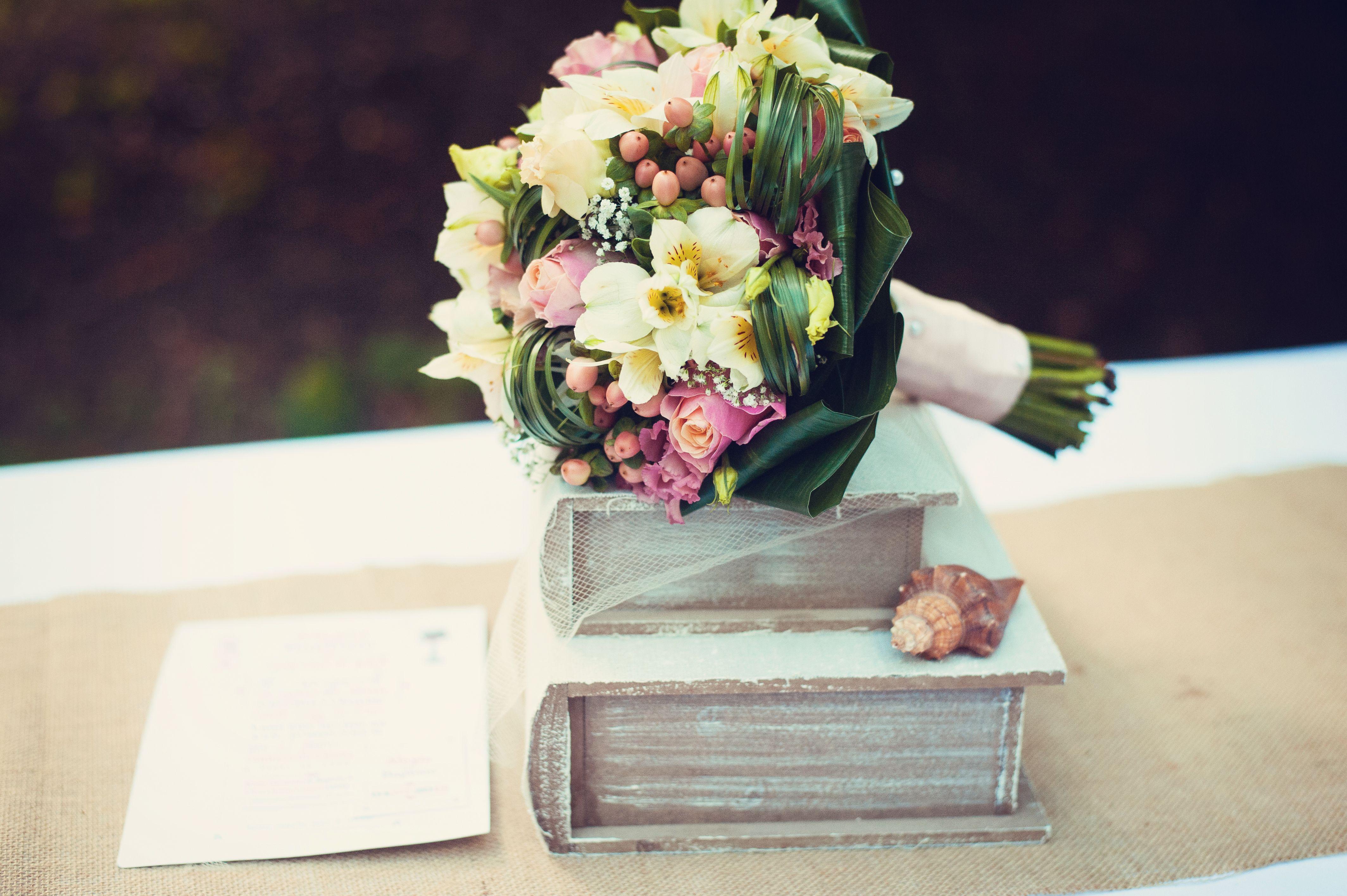 mariage bouquet de la mari e magda laze photographie le mans sarthe abbaye de champagne. Black Bedroom Furniture Sets. Home Design Ideas