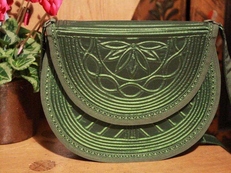 Anfertigung und Verkauf handgemachter Trachtentaschen, passend zu ...