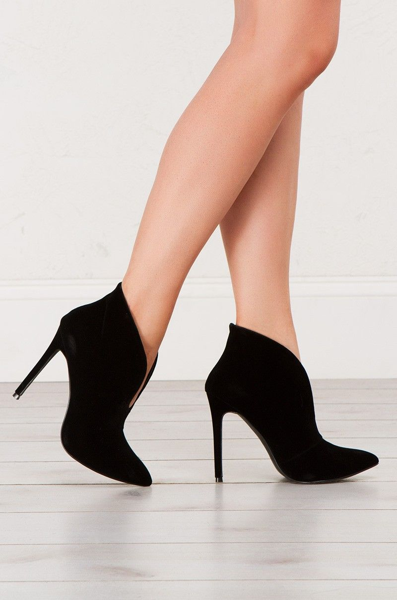 Pointed Toe Pump in Black and Nude