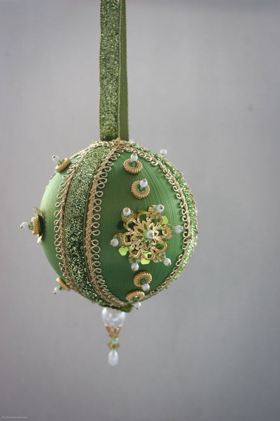 Gorgeous satin and sequin ornament in green/gold