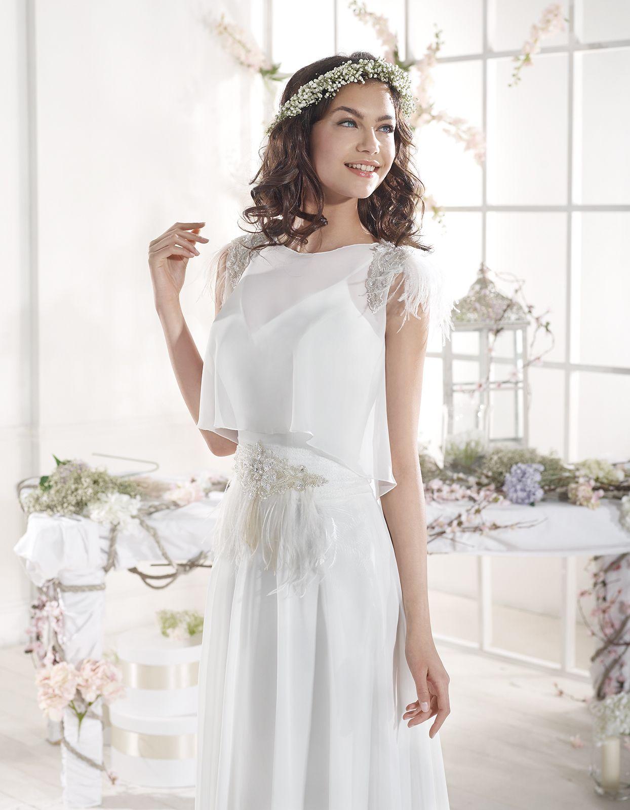 Wedding dresses on short brides  CALA Brides from Ibiza se inspira en los elementos en el regreso al