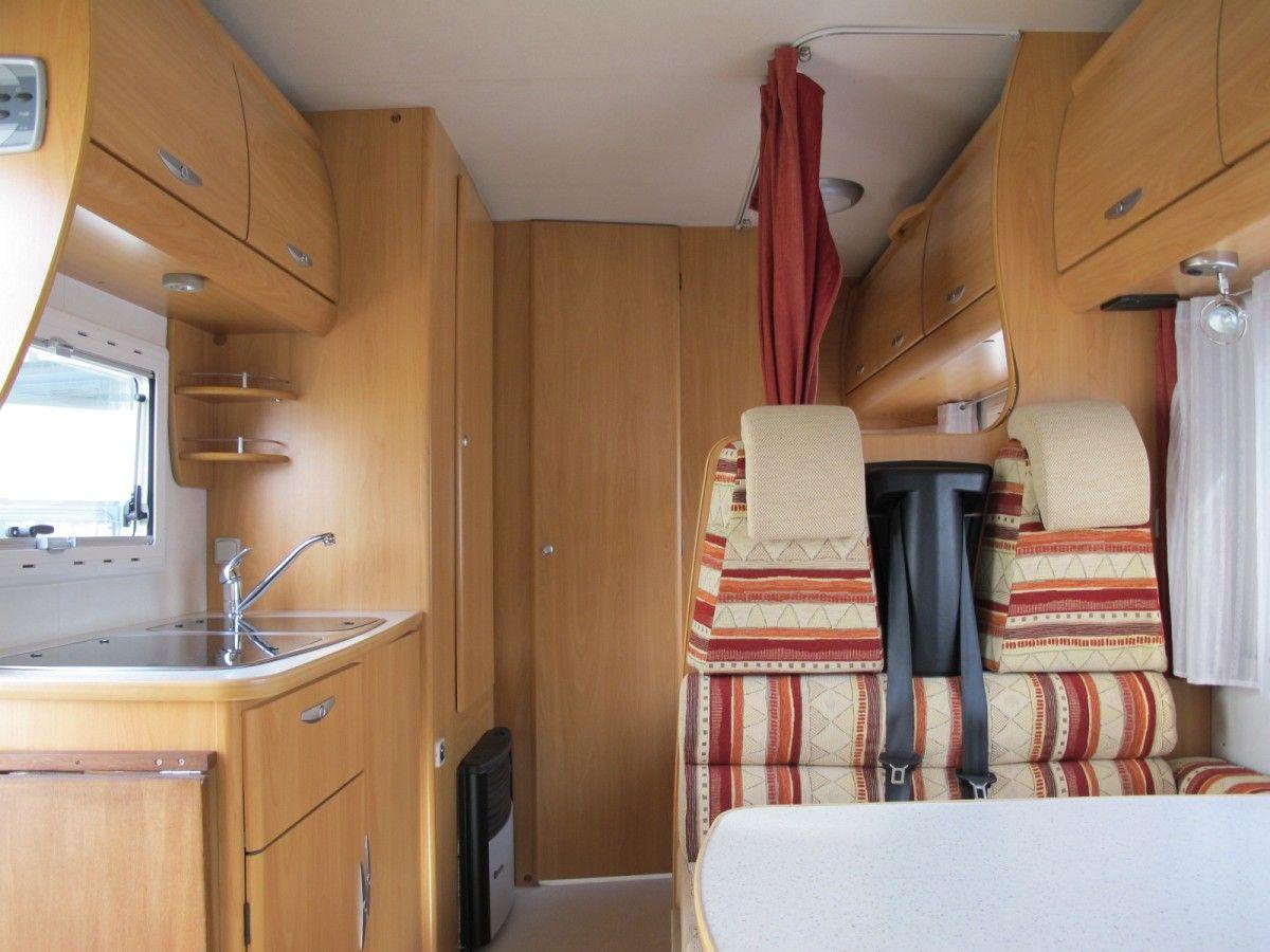 Chausson Welcome 22: camper mansardato con letti a castello e doppia ...