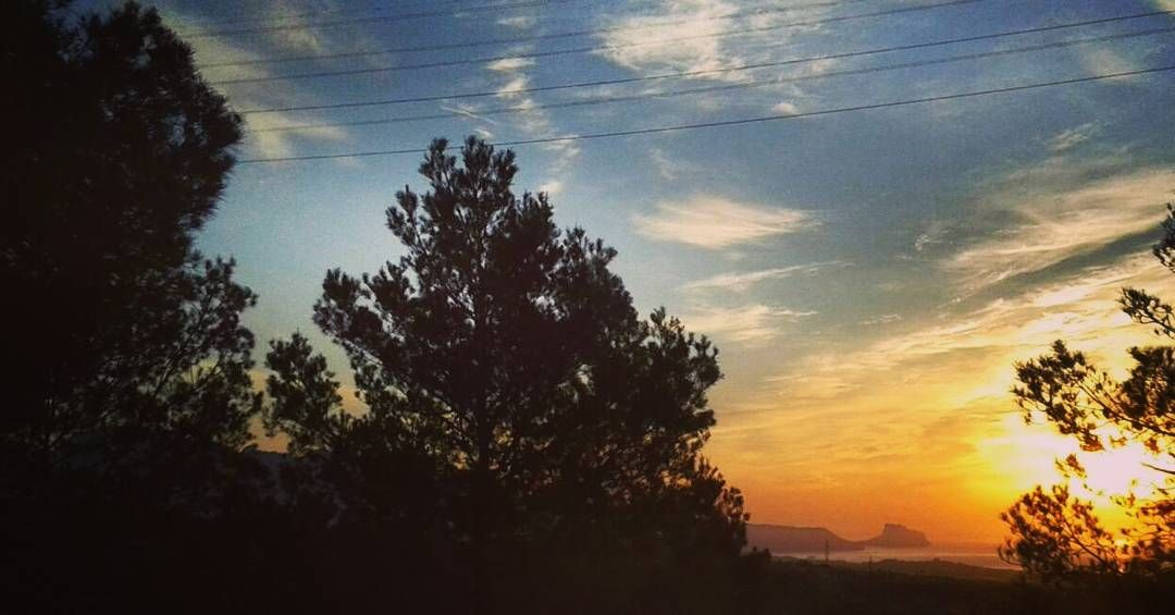 Bajando a Natxete al coleby Natxo.#amaneceres #amanecerescostablanca #ItxasmendiNosCuida #Finestrat