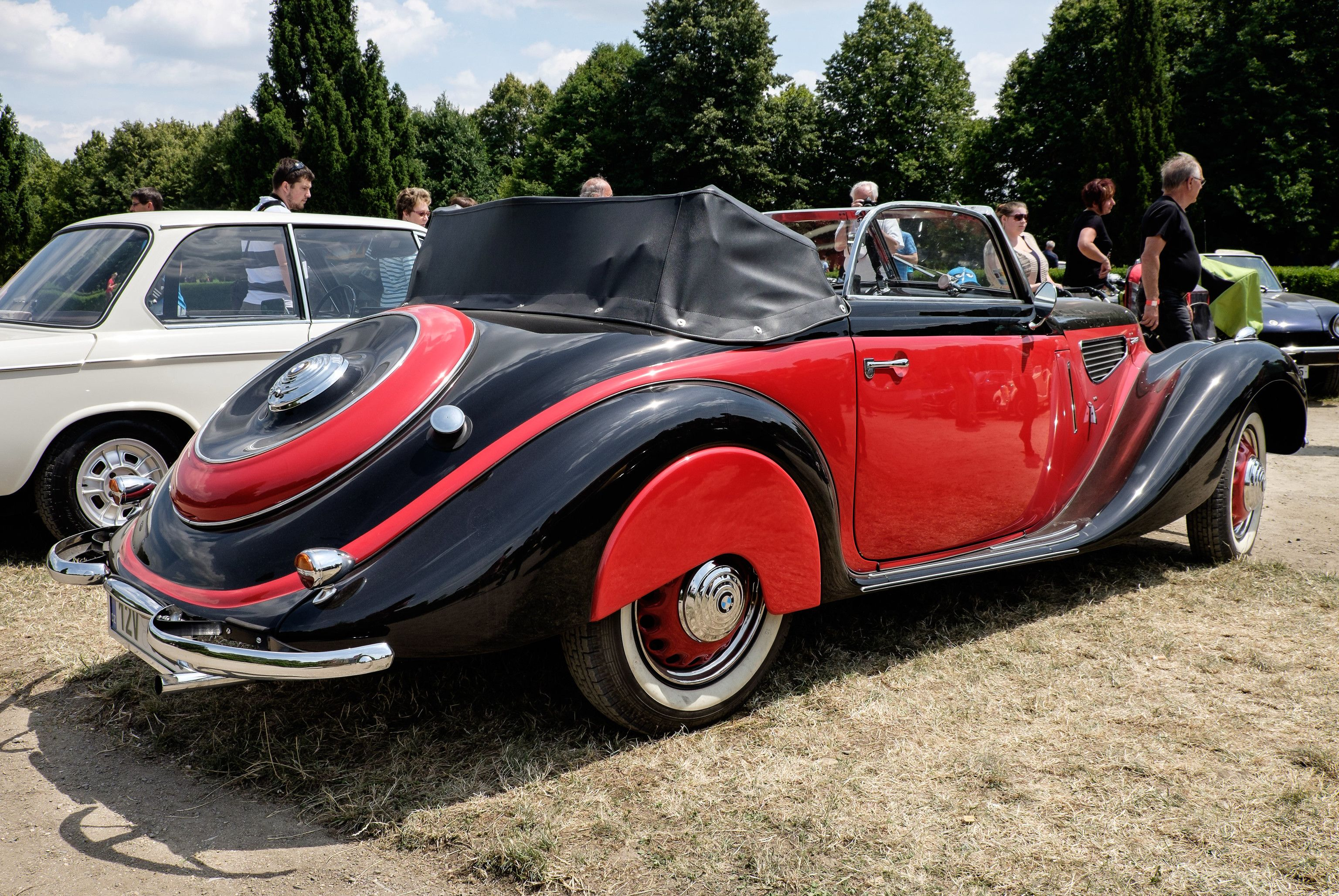 BMW 328 red-black combo | Bmw 328, Bmw, Black color ...