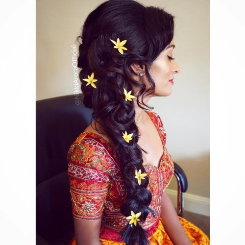 Traditional Indian Messy Side Braid Sidebraidhairstyles Traditional Indian Messy Side Braid Indian Hairstyles Side Braid Hairstyles Indian Bridal Hairstyles