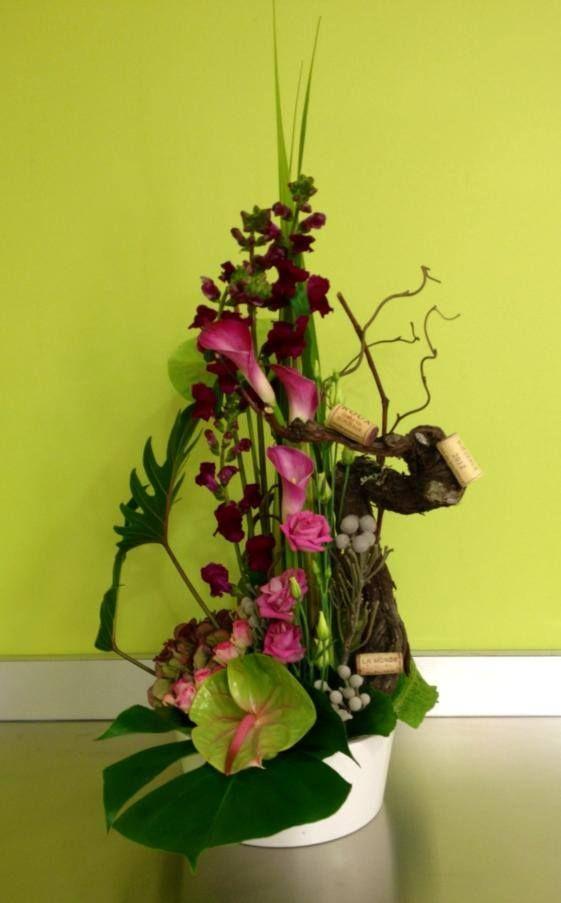 Une composition florale bordelaise avec cep de vigne et for Composition florale de table
