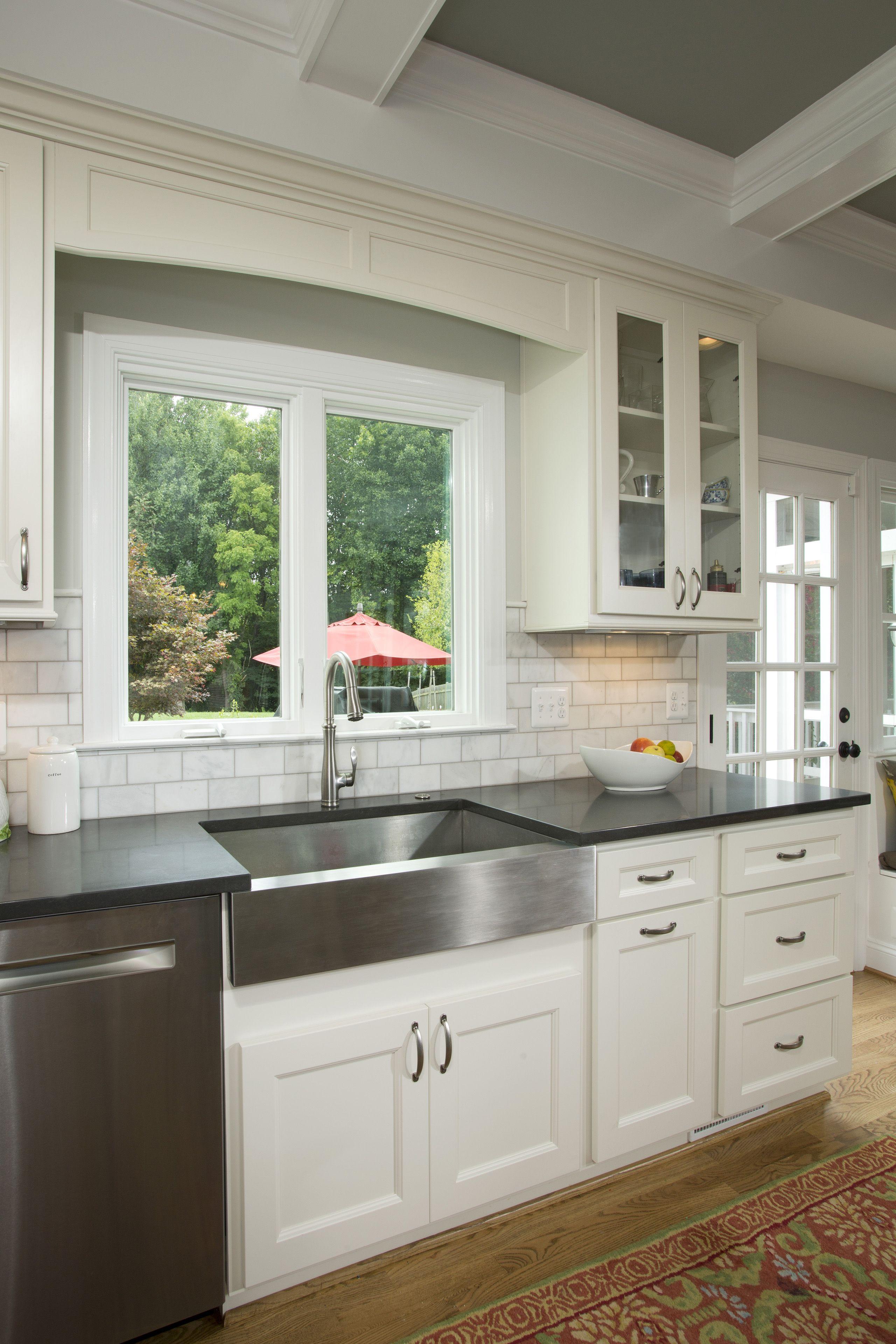 Streamlined Backsplash With Unadorned Cabinet Doors Sun Design