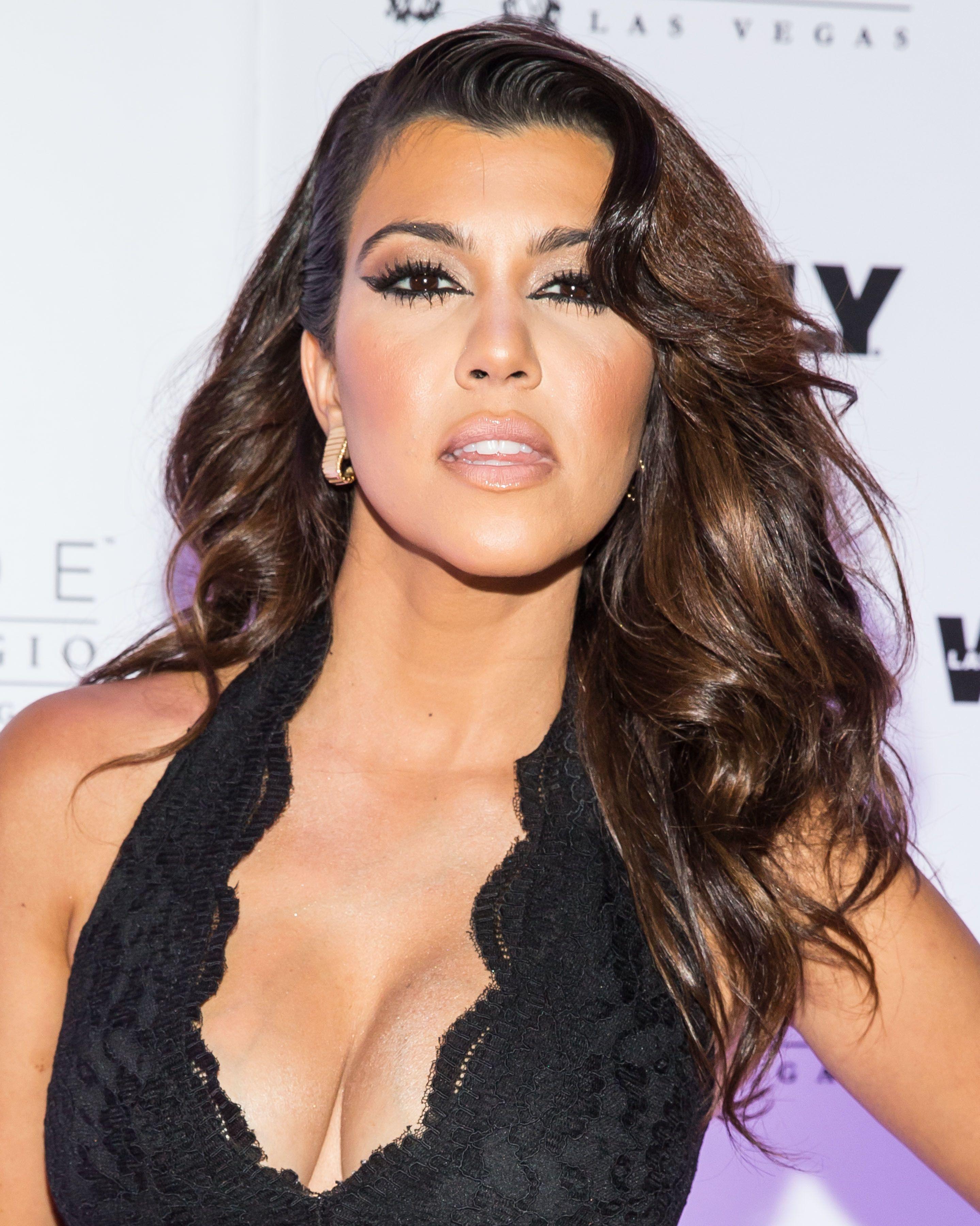 kourtney kardashian sok makeup and hair backgrounds black for laptop hd